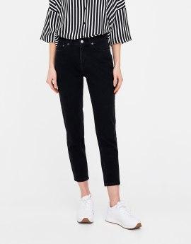 jeans mom fit basic neri effetto consumato pull&bear EUR 19,99