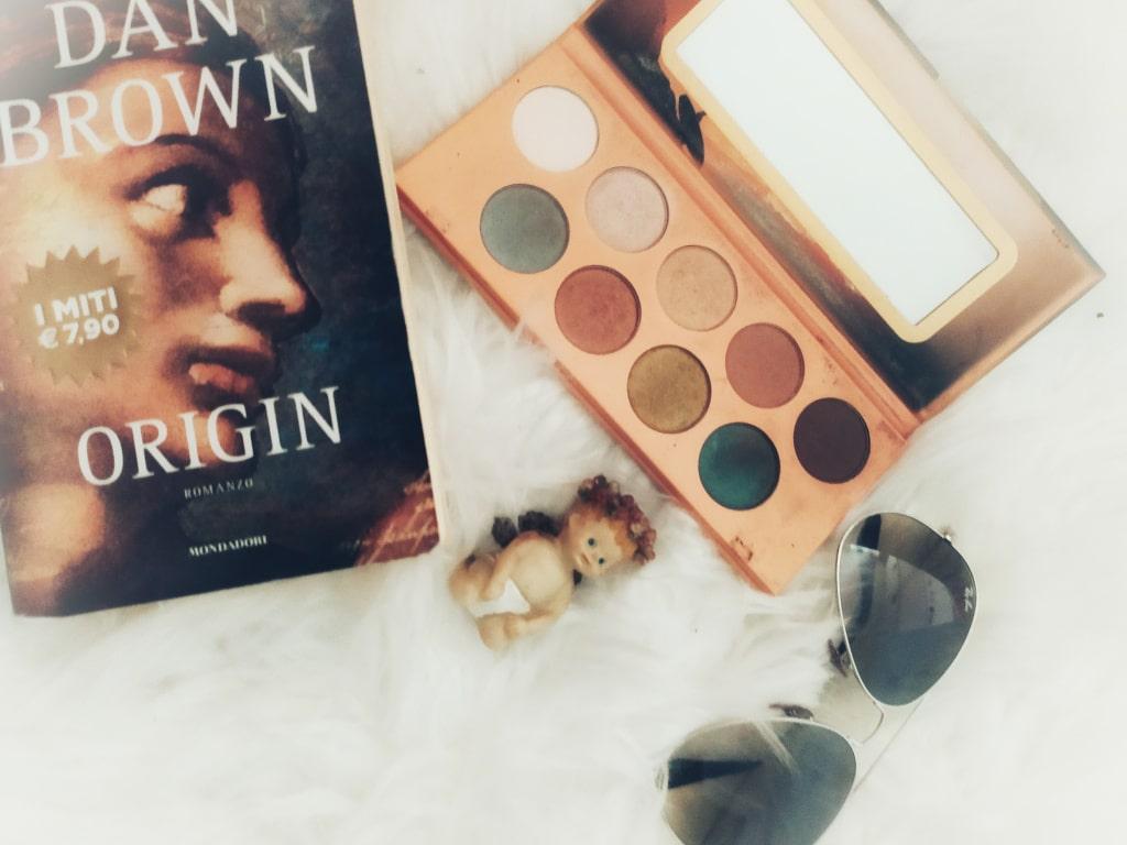 Libro Origin di Dan Brown, occhiali Rayban e palette Essence